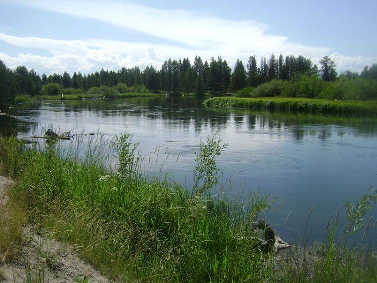 800px-Deschutes_River_at_Sunriver